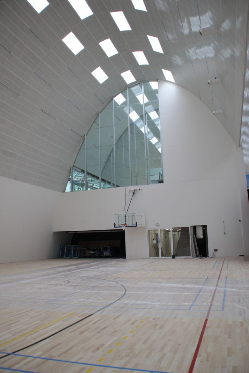 Ledverlichting toont detaillering sporthal Genk | architectura.be